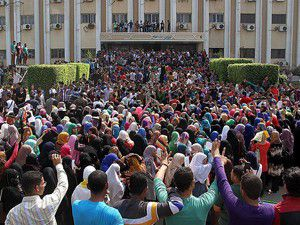 Öğrencilerden darbe karşıtı gösteriler
