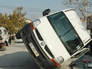 Konyada 2 servis aracı çarpıştı; 4 yaralı