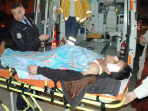 Konyada kız kavgası; 2 yaralı