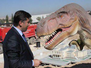 Konyaya dinozor geldi