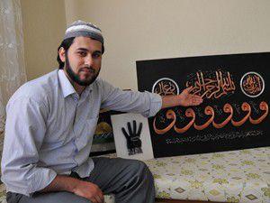 Bin çivi ve bin metre tel ile Rabia işareti yaptı