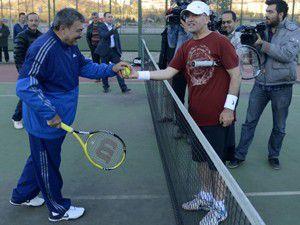 Şimşek ve Eroğlu tenis oynadı