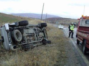 Kaygan yolda kaza