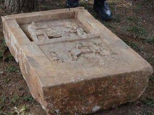 Tarihi mezar taşını jandarmaya satmak istedi