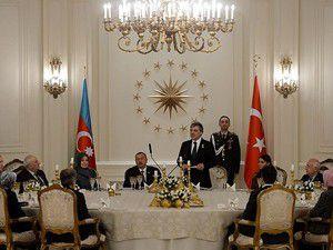 Gül Aliyev onuruna yemek verdi