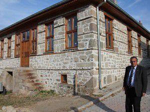 Tarihi Taş Mektep onarılmayı bekliyor