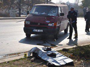 Konyada minibüsün çarptığı bisikletli öldü
