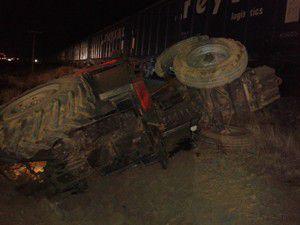 Konyada yük treni traktöre çarptı: 1 ölü 1 yaralı