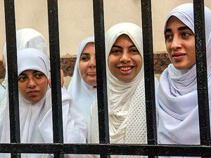 Darbe karşıtı kızlara 11er yıl hapis