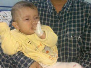 Konyada 6,5 aylık bebek çatal iğne yuttu
