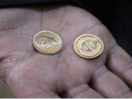Bağışlanan montun cebinden çıkan altınları sahibine teslim etti