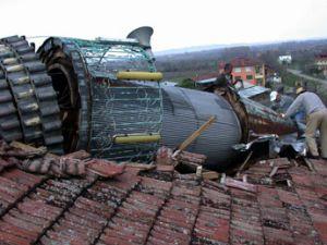 Köy odasının üzerine minare devrildi: 4 ölü, 2 yaralı