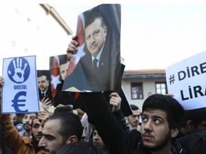 Ellerini Türkiye ve Başbakan için açtılar