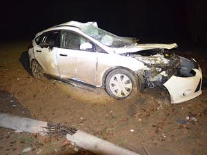 Otomobil elektrik direğine çarptı: 2 ağır yaralı