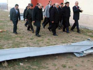 Akşehirde çatılar uçtu