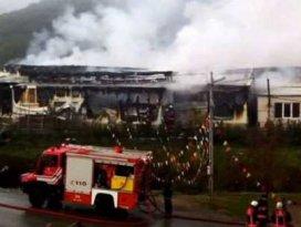 Sosyete pazarında yangın, dükkanlar kül oldu