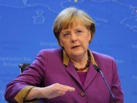 Merkel düştü