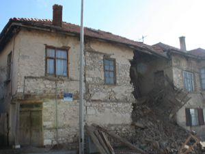 Tescilli ev çöktü
