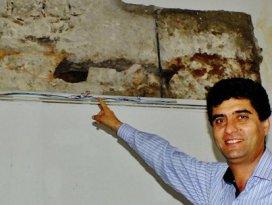 Tarihi binanın sıvaları sökülünce gerçek ortaya çıktı