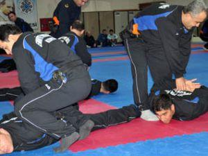 Polise sıkı eğitim