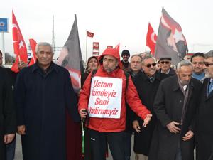 Başbakana destek için yürüyen Çelik Kuluda