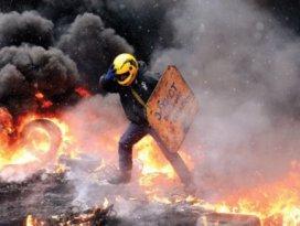 Kiev yanıyor: 3 ölü
