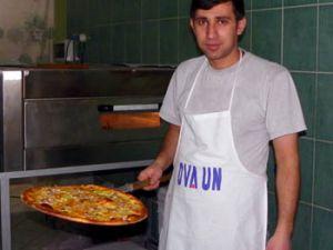 Turistler ve bürokratlar burada pizza yiyor
