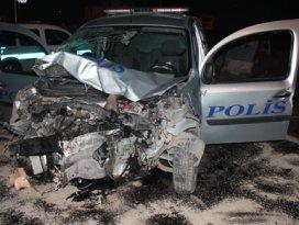 Polis otosu ile minibüs çarpıştı 5 yaralı