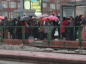 Konyada yağmur sevinci