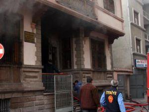 Konyada kurul binasında yangın