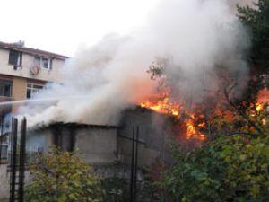 Anne ve çocuklar yanarak öldü