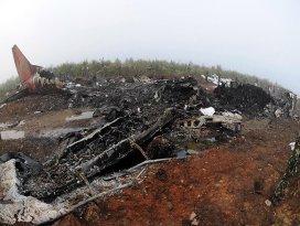 Cezayirde askeri uçak düştü: 103 ölü