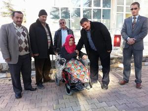 Engelli genç kız akülü arabasına kavuştu