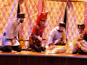 Kanuni ve Sinan adlı oyun sahnelendi