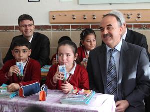 Konyada okul sütü dağıtım töreni