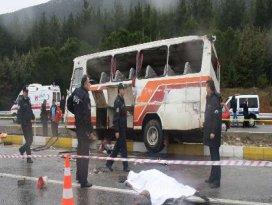 İşçileri taşıyan minibüs devrildi: 1 ölü, 19 yaralı