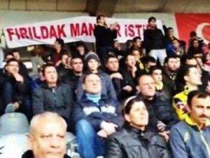 CHPli Mansur Yavaşa pankart şoku!