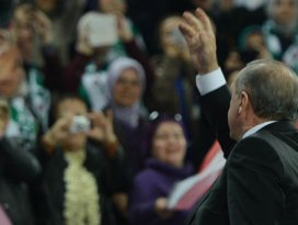 Erdoğan ve salonu duygulandıran şarkı!