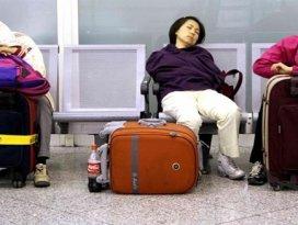 Uçaklar apronda yolcular terminalde kaldı