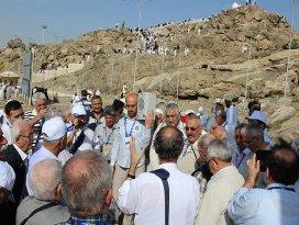 Alevi dedeleri ve Bektaşi babaları Arafatta