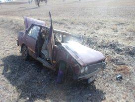 Otomobil devrildi; 8 yaralı