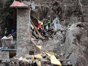 Dağ evine kaya düştü: 2 ölü