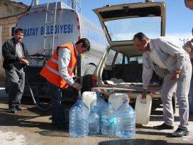 Karatayın köylerine tanker ile tatlı su taşınıyor