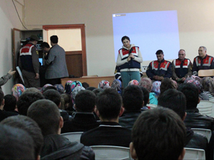 Beyşehirde Jandarmadan lise öğrencilerine seminer