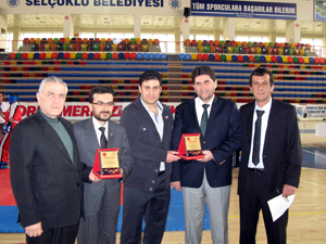 Derbent Gençlikspor kick boksta şampiyon