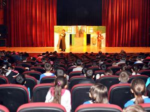 Akşehirde Koskinin tiyatro oyununa yoğun ilgi