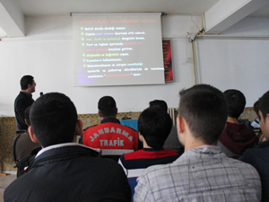 Jandarmadan yüksekokul öğrencilerine uyuşturucu eğitimi
