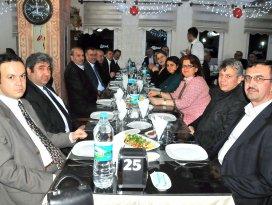 Akşehir Belediye Meclisi'nde veda yemeği