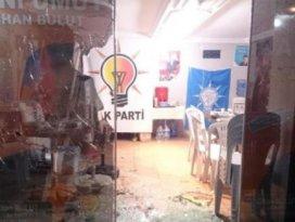 Seçim ofisini yaktılar