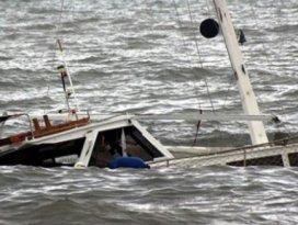 Kaçakları taşıyan tekne battı: Ölü ve yaralılar var